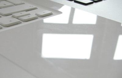 macbook_finger.jpg